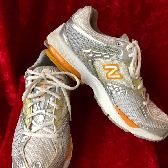 Hacia abajo Prohibir zoo  Nike Shoes | Womens Nike Abzorb Sneakers Sz 9 | Poshmark